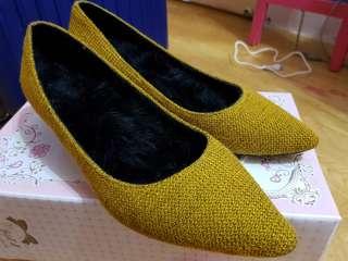 🚚 棕色低根包鞋 > 鞋內裡有超保暖絨毛