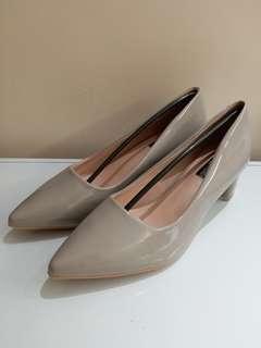 全新灰色 漆皮高踭鞋 42 碼