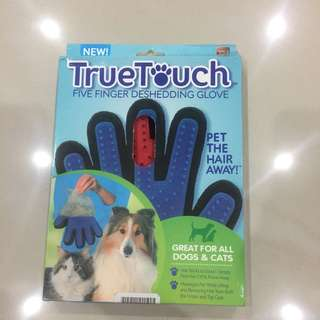 True Touch - Five Finger Deshedding Glove