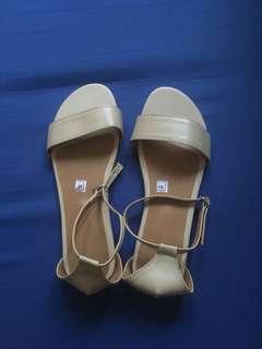 Onhand beige sandals