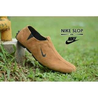 Sepatu pria NIKE