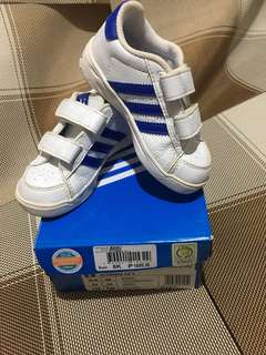 Preloved adidas kids shoes