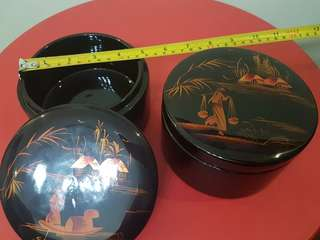 Lacquer container