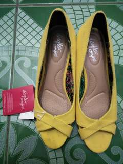 Selling So Fab! shoes