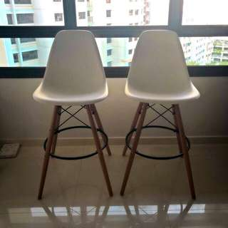 2 Eames Nordic bar chairs