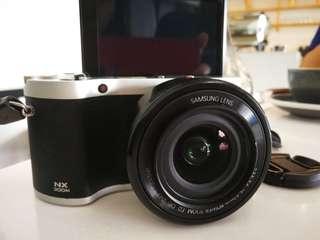 Samsung Mirrorless Camera