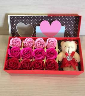 LAST few sets INSTOCKS❗️8 colours❗️🌹Handmade flower soap roses gift box 🎁IDEAL GIFT FOR VALENTINE'S DAY/BIRTHDAY/ANNIVERSARY/MOTHER'S DAY 🎁 12 stalks of scented roses 🌹+ a cutie bear *FREE greeting card upon request* Do refer to photos