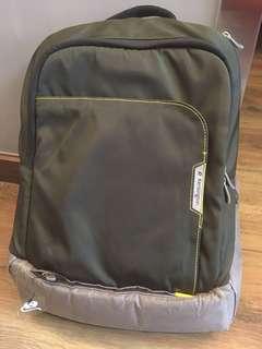 100%正版 KENSINGTON 厚料電腦背包