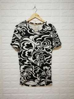 PLUS SIZE Black and white printed shirt