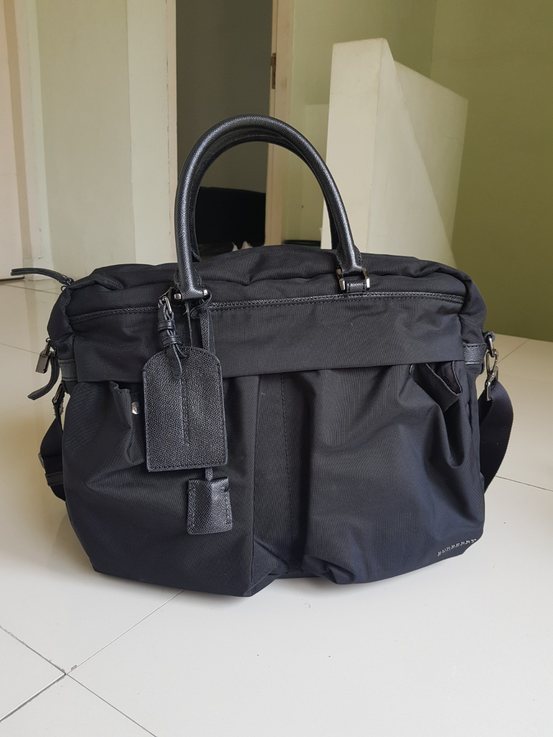 587731097b8d AUTHENTIC  Burberry Holdall Bag