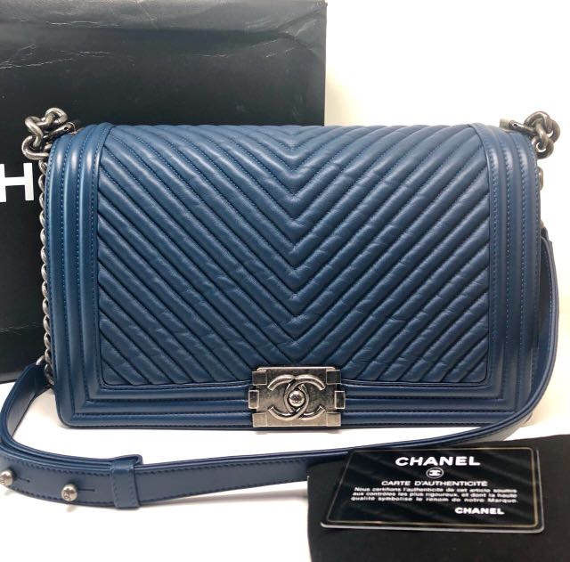 302fe7ff605f Chanel Boy Medium sz 28, Luxury, Bags & Wallets, Handbags on Carousell