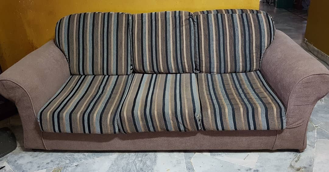 Courts Mammoth Sofa Home Furniture Furniture On Carousell