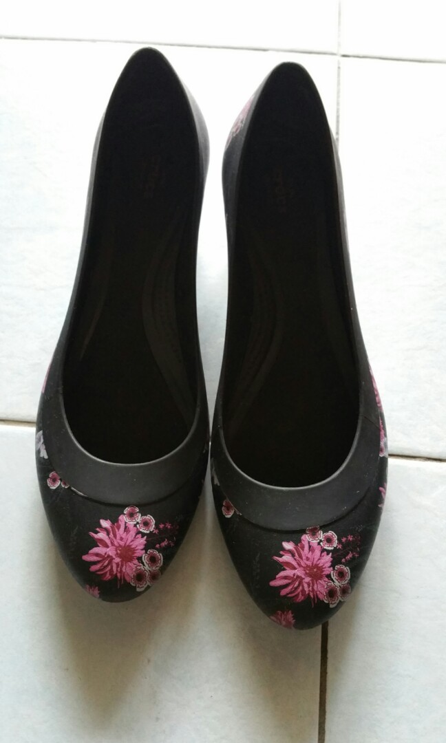 97197b16c8 Crocs Lina Wedge, Women's Fashion, Shoes, Others on Carousell