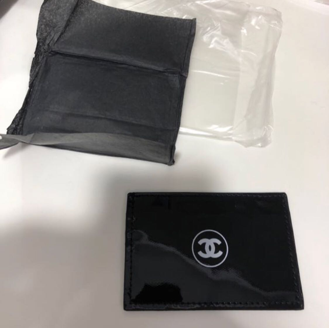 f52585d754175c GWP Chanel Basic Card Holder, Women's Fashion, Bags & Wallets on Carousell