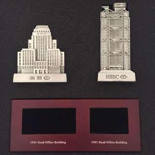 匯豐模型 (物料 :錫) 一套三件 新匯豐大廈, 舊滙豐大廈, 及完美木坐