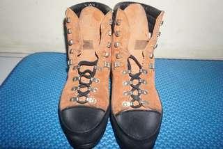 Sepatu Gunung Hanwag