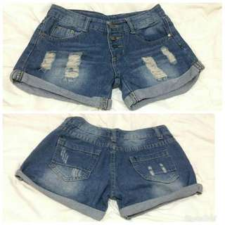 Trendy hole denim shorts