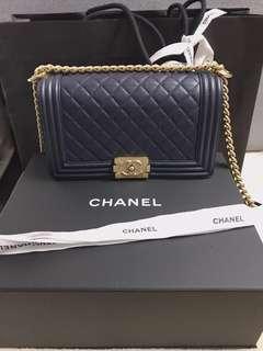 Chanel boy25cm深藍 金扣