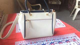 pre owned samantha thavasa in white leather bag