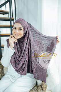 SCHALS Knitted Semi-Instant Shawl : Daisy (Grape)