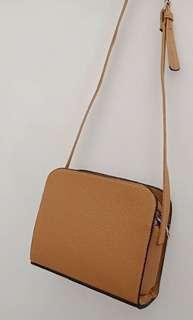 Stradivarius slingbag (Replika)
