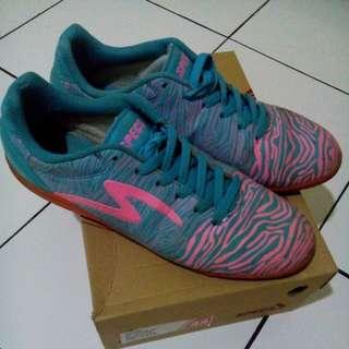 TURUN HARGA!!! Sepatu futsal merek specs el figure blue/pink no 44