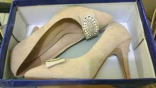 Rusty Lopez beige pointed heels