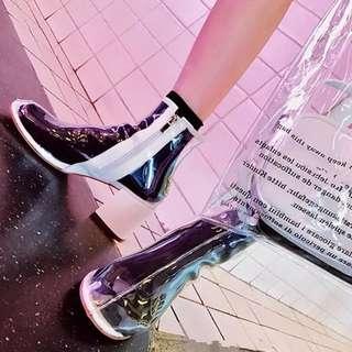 🚚 【黑店】歐美明星款 歐美時尚PVC透明粗跟中筒靴真皮靴 百搭PVC透明靴 個性穿搭 明星款中筒靴 IG爆款透明中筒靴