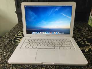 Apple MacBook White very clean