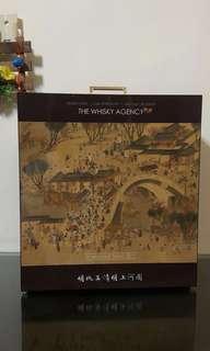 全新 限量 罕有 The whisky agency 圖案精緻的 清明上河圖 威士忌 有外紙盒 Bowmore 25 &Coal lla 10 whisky ( not Macallan hibiki yamazaki )