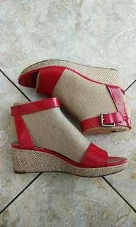 Sepatu wedges clark red