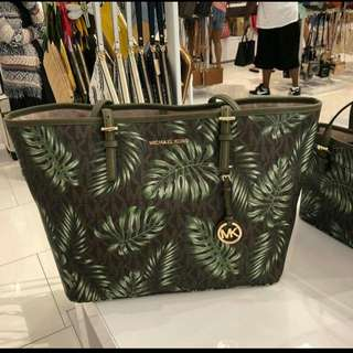 Michael kors carryout tote