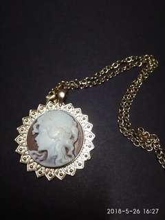 Victorian lady cameo necklace in gold settings