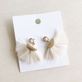 H&M White Fan Tassel Earring