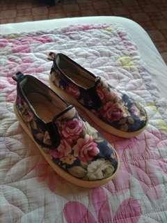 Floral shoes Size 25