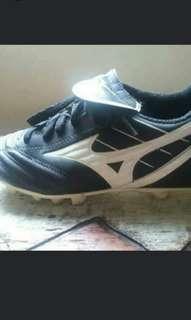 Mizuno soccer shoes 3.5