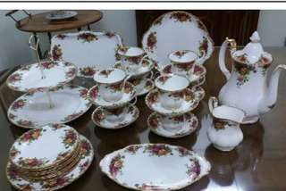 30 Pieces Royal Albert Old Country Roses Tea and Dinner