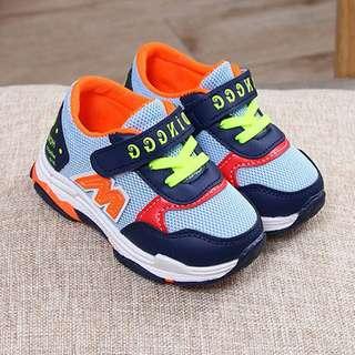 Fashionable M Light Mesh Velcro Sports Shoes Unisex