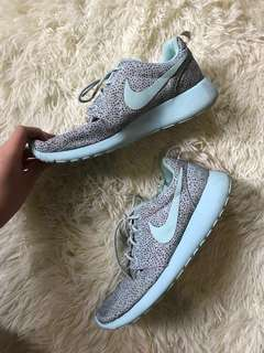 NIKE Roshe Run Glacier Ice (rare colorway)