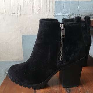 H&M Black Furry Boots