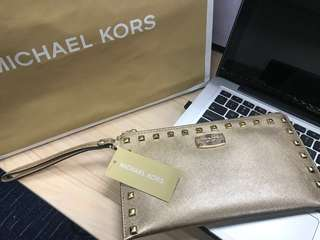MICHAEL KORS BEDFORD STUDDED SAFFIANO LEATHER ZIP CLUTCH GOLD