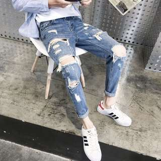 🚚 Distressed Light Blue Ripped Jeans