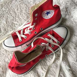 • Chuck Taylors Red Converse AllStar •