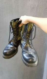 COMBAT BOOTS (with flaws) Selling because I only wear this during my CAT class last year.