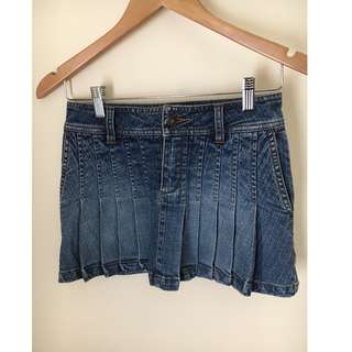 Stylish denim miniskirt
