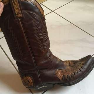 Sepatu cowboy