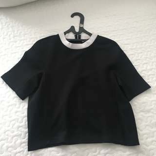 PREPPY BLACK TOP WITH WHITE COLLAR