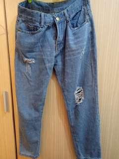🚚 淺藍刷破牛仔褲 破褲#一百元好物 #畢業一百元出清