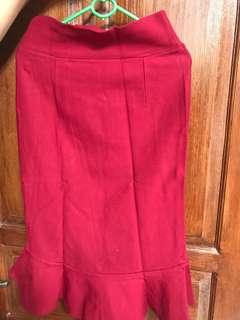 Rok kerja merah maroon