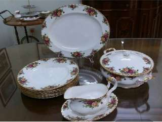 13 Pieces Royal Albert Old Country Roses Dinner Set